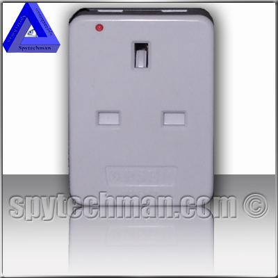 AC mains powered (220V) UHF bug spy transmitter concealed in a 3 way UK splitter (cube)